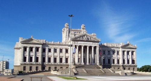 Ley Nº 19.917: Se establece un régimen para la regulación de adeudos para la Caja de Jubilaciones y Pensiones Profesionales Universitarios.